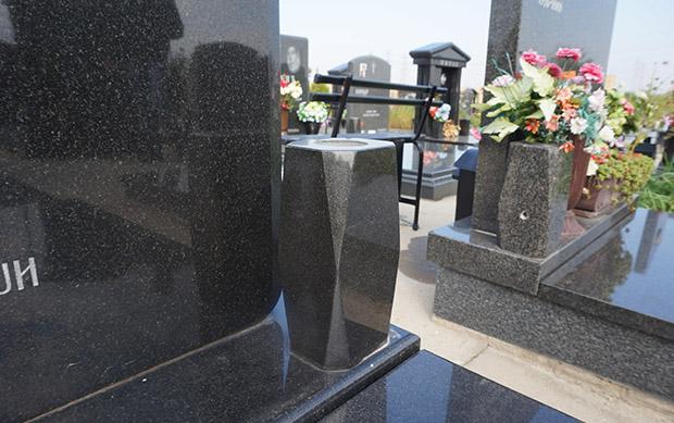 vaza za spomenik